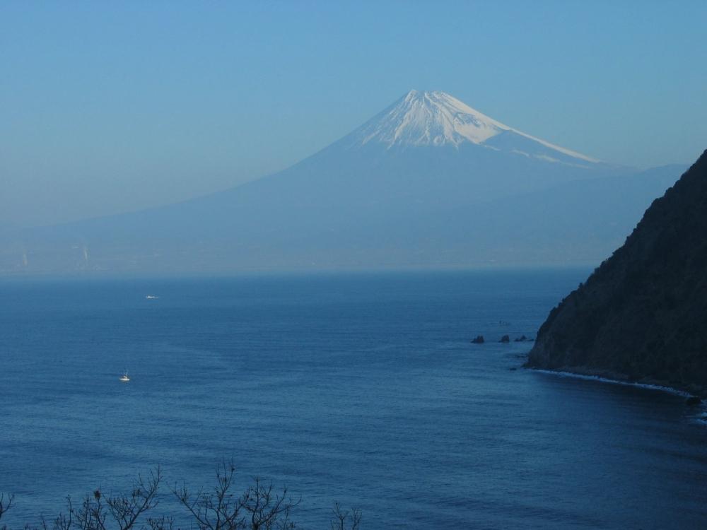 伊豆から海を跨いでの富士山